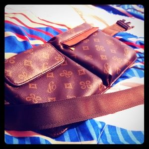 Other - Louis Vuitton front bag